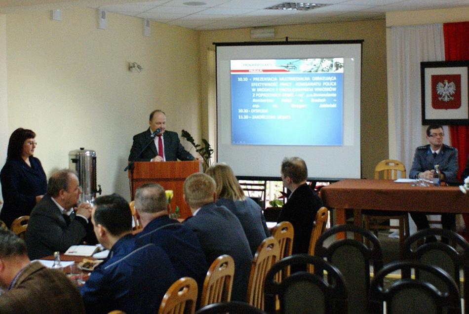 debata-o-bezpieczentwie-policja-powiat-Starachowice-gmina-Brody-02.JPG