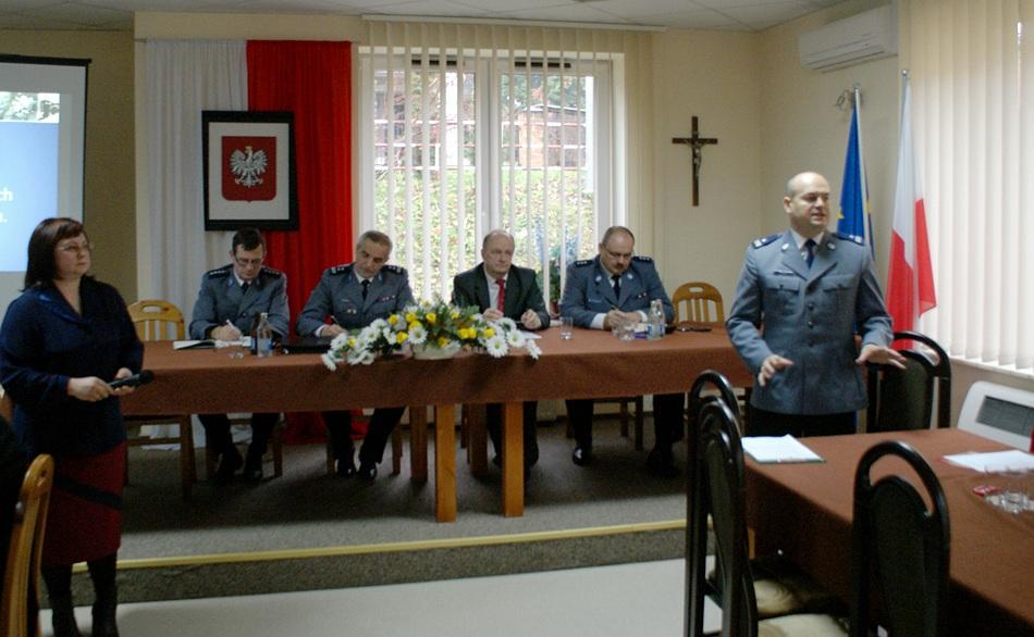 debata-o-bezpieczentwie-policja-powiat-Starachowice-gmina-Brody-04.JPG
