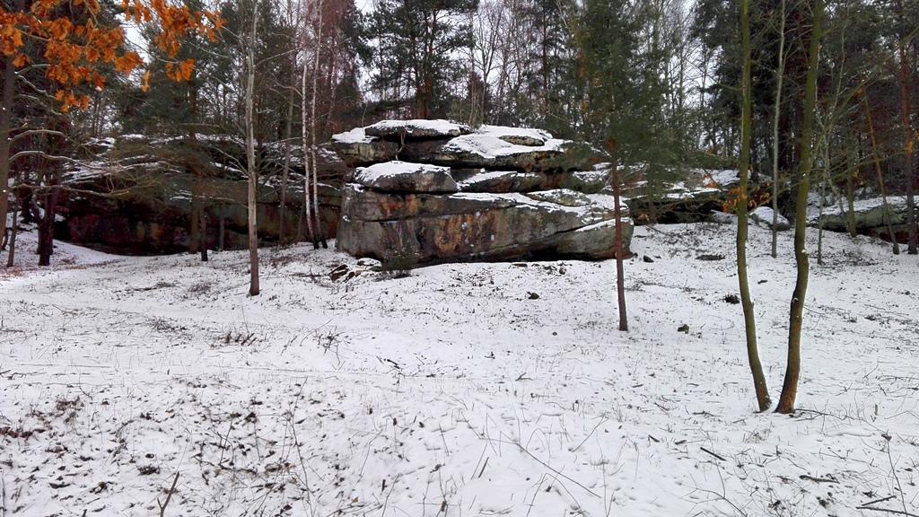 Skaly-w-Rudzie-odsloniete-pomnik-przyrody-zima-07.jpg