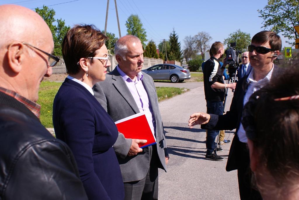 chodnik-rudnik-lubienia-wojewoda-swietokrzyski-strzelczyk-gddkia-wojt-marzena-bernat-01.JPG