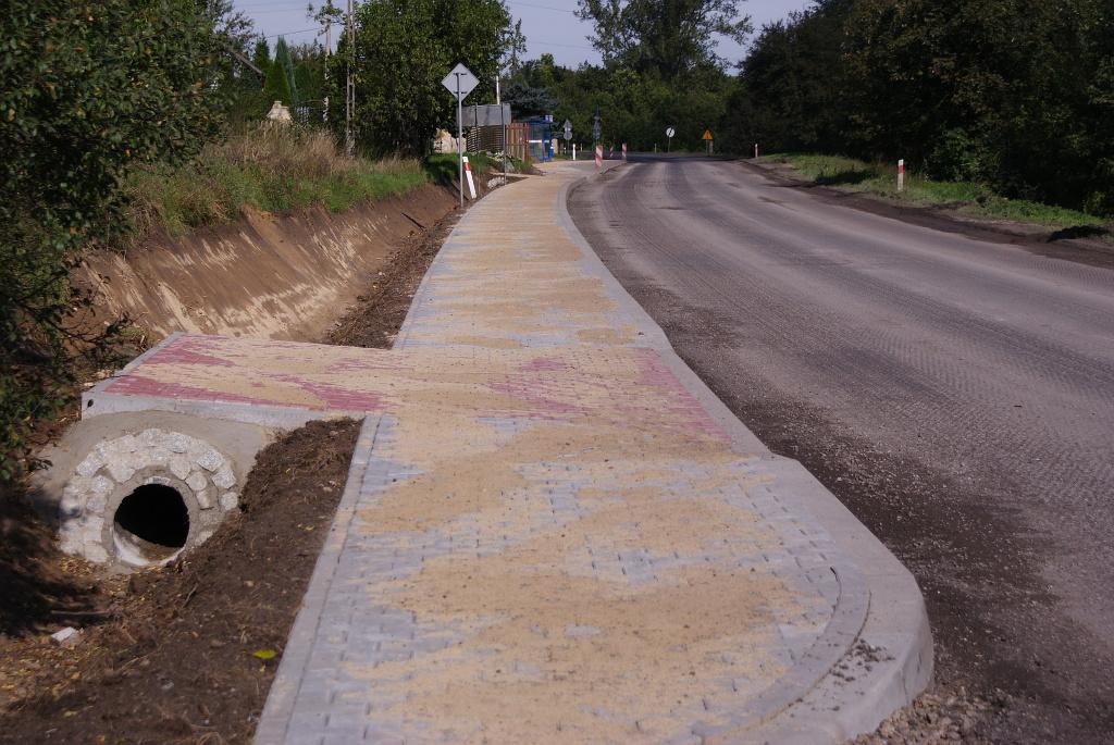 chodnik-rudnik-droga-krajowa-9-b.JPG