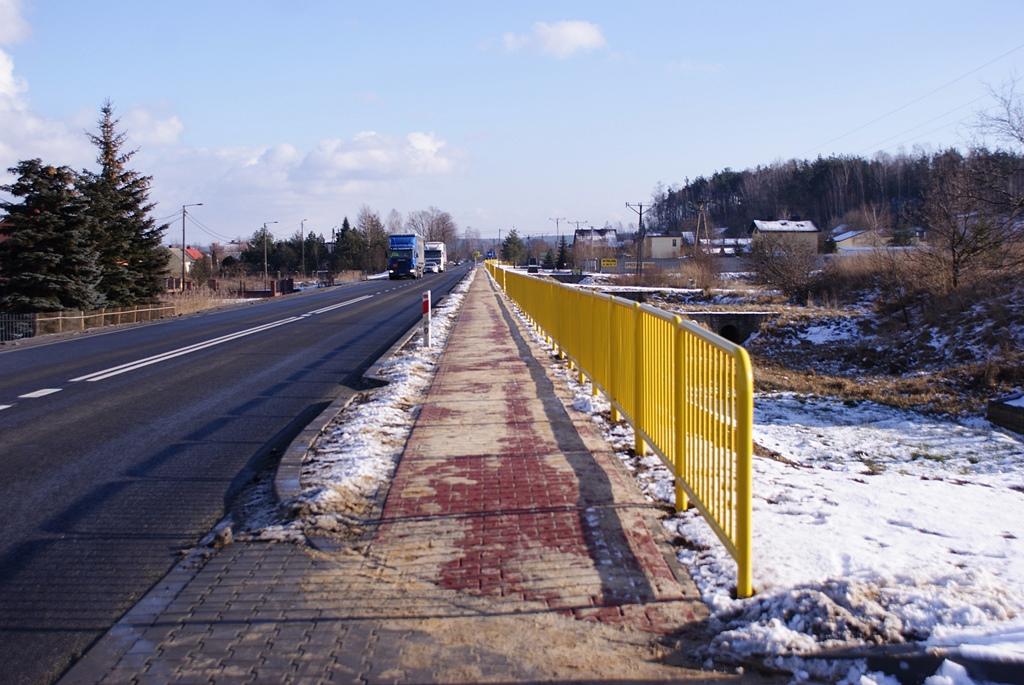 chodnik-kuczow-droga-42-wojewoda-a-wojtyszek-sDSC02382.JPG