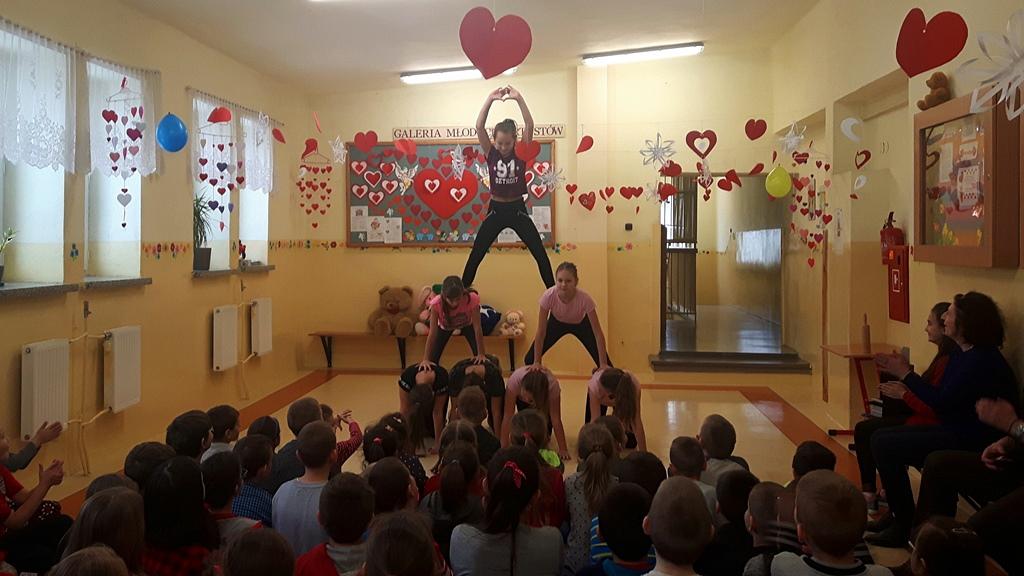 walentynki-szlachetne-serca-dobroczynne-szkola-lubienia-kiermasz-09.jpg