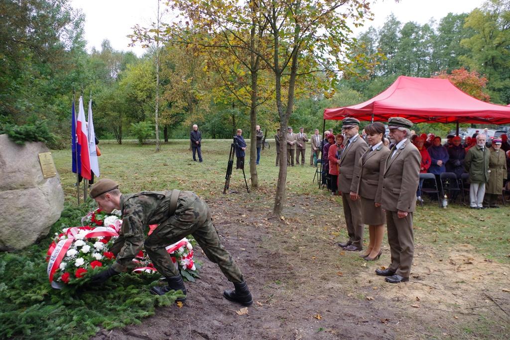 odsloniecie-pomnika-majora-dobrzanskiego-hubala-polagiew-gmina-brody-powiat-starachowickiIMGP8045.JPG