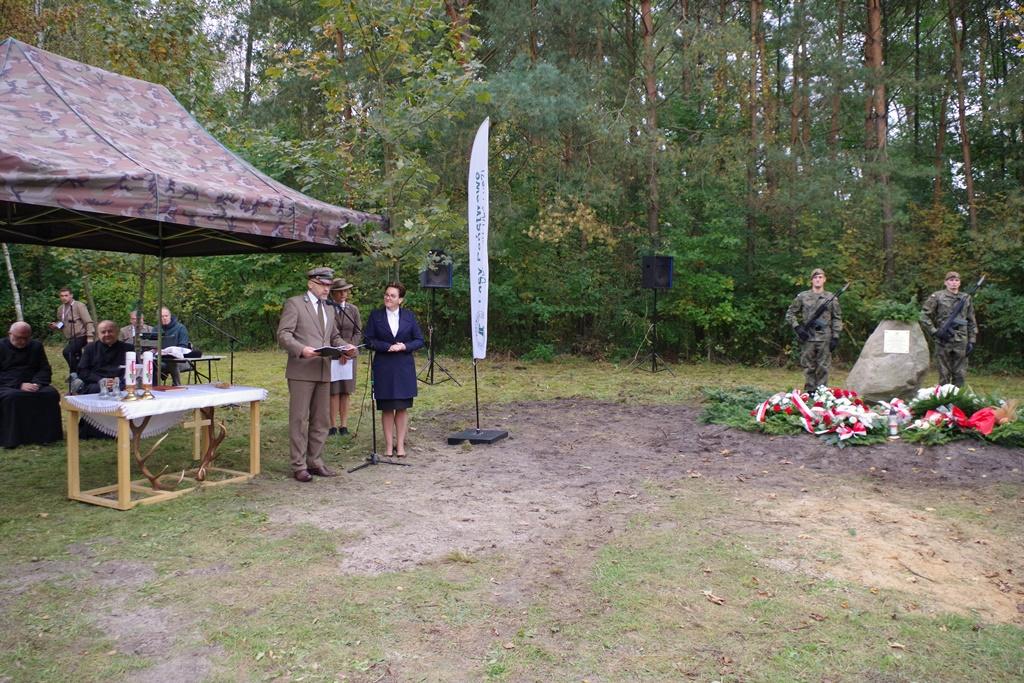 odsloniecie-pomnika-majora-dobrzanskiego-hubala-polagiew-gmina-brody-powiat-starachowickiIMGP8060.JPG