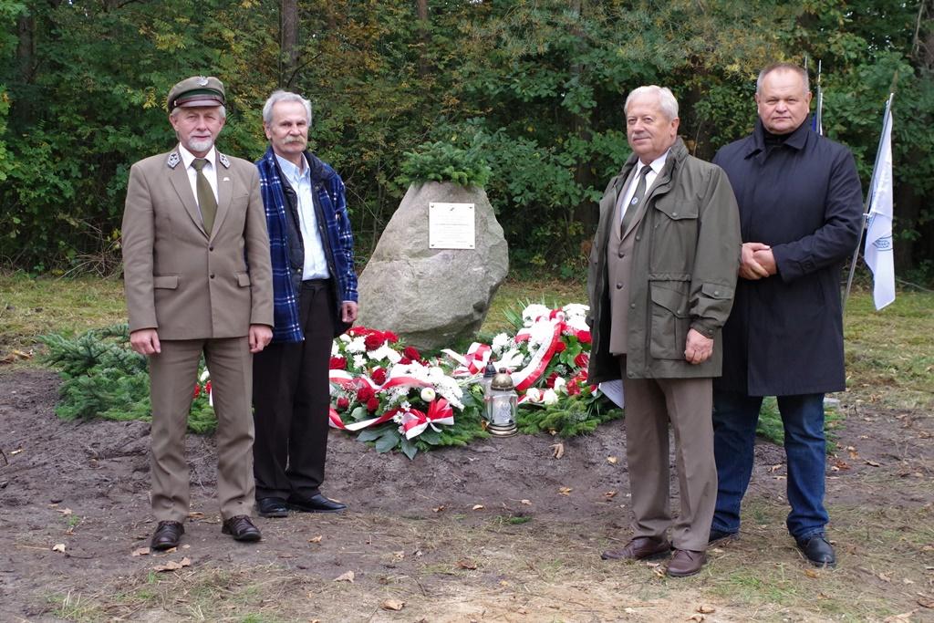 odsloniecie-pomnika-majora-dobrzanskiego-hubala-polagiew-gmina-brody-powiat-starachowickiIMGP8140.JPG