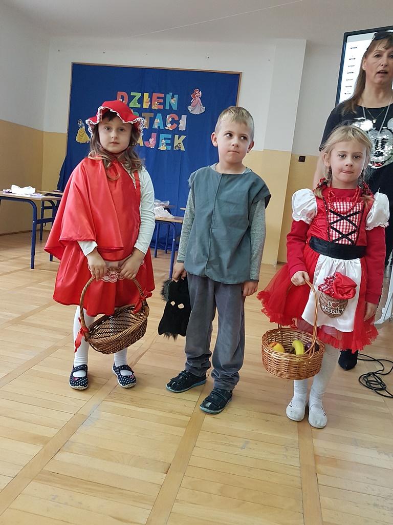 dzien-postaci-z-bajek-zsp-lubienia-gmina-brody20191106_103718.jpg