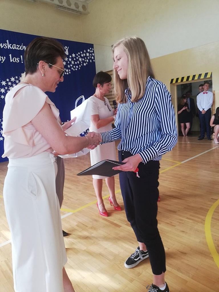 gimnazju-ruda-zakonczenie-2019125-20190624-114907.jpg