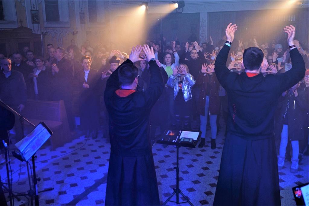 radosna-muzyczna-modlitwa-w-stykowie-koncert-uwielbienia-zespol-jak-najbardziej-gmina-brody-powiat-starachowicki20200118-191620.JPG