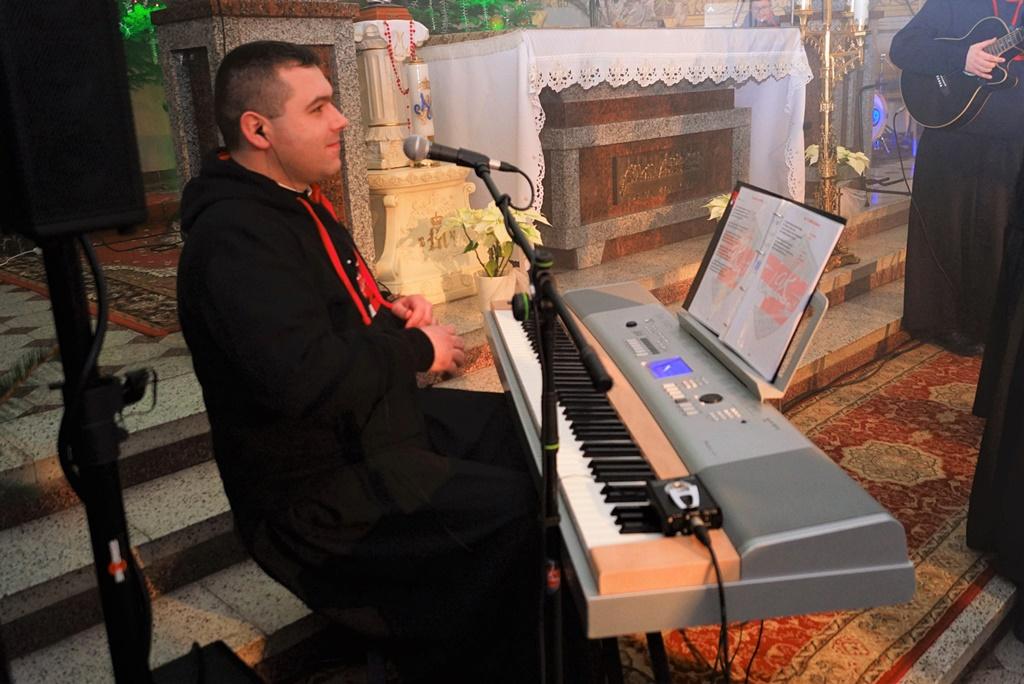 radosna-muzyczna-modlitwa-w-stykowie-koncert-uwielbienia-zespol-jak-najbardziej-gmina-brody-powiat-starachowicki20200118-192826.JPG
