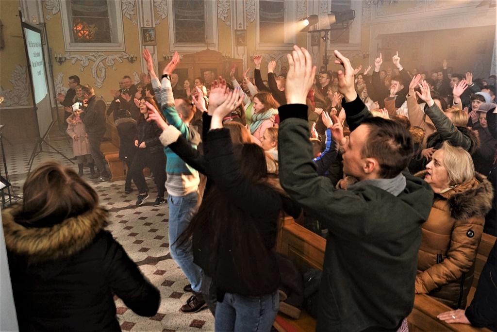 radosna-muzyczna-modlitwa-w-stykowie-koncert-uwielbienia-zespol-jak-najbardziej-gmina-brody-powiat-starachowicki20200118-193509.JPG