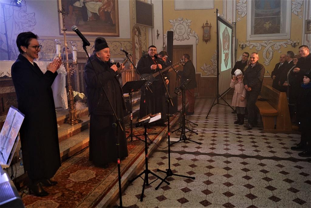 radosna-muzyczna-modlitwa-w-stykowie-koncert-uwielbienia-zespol-jak-najbardziej-gmina-brody-powiat-starachowicki20200118-193850.JPG