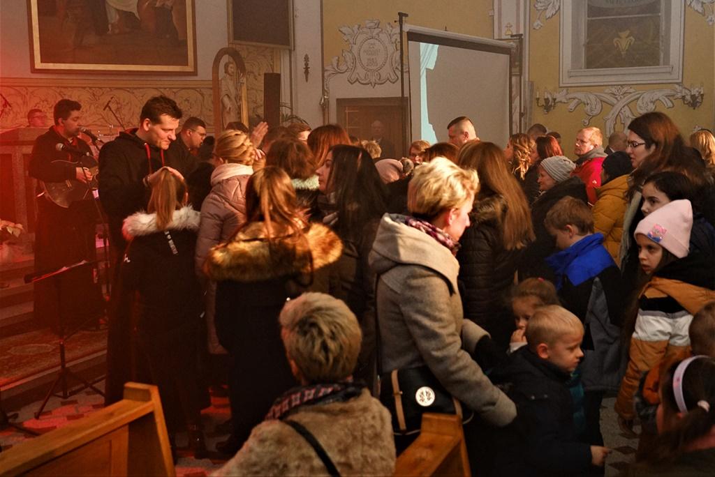 radosna-muzyczna-modlitwa-w-stykowie-koncert-uwielbienia-zespol-jak-najbardziej-gmina-brody-powiat-starachowicki20200118-194516.JPG