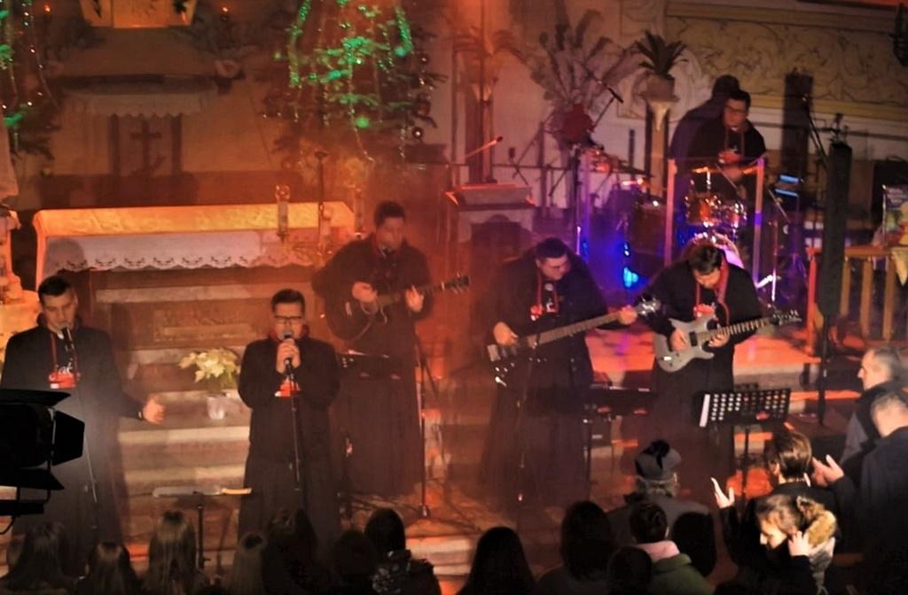 radosna-muzyczna-modlitwa-w-stykowie-koncert-uwielbienia-zespol-jak-najbardziej-gmina-brody-powiat-starachowicki20200119-014050.jpg