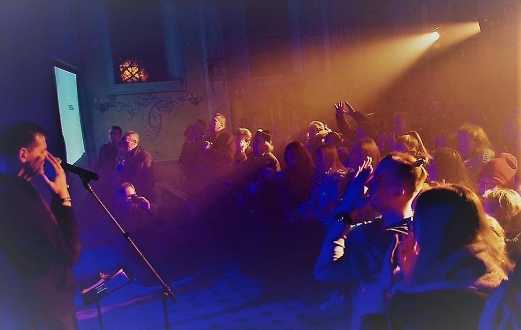 radosna-muzyczna-modlitwa-w-stykowie-koncert-uwielbienia-zespol-jak-najbardziej-gmina-brody-powiat-starachowicki20200119-054426.jpg