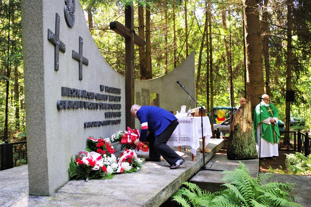 uroczystosc-patriotyczna-pacyfikacja-boru-kunowskiego-4-lipca-1943-uroczystosc-77-rocznica-gmina-brody-powiat-starachowicki2020-07-05-09-00-21.JPG