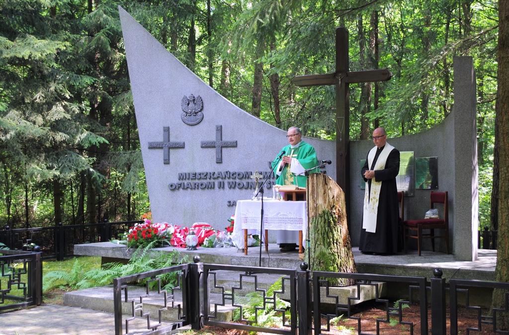 uroczystosc-patriotyczna-pacyfikacja-boru-kunowskiego-4-lipca-1943-uroczystosc-77-rocznica-gmina-brody-powiat-starachowicki2020-07-05-09-09-01.JPG