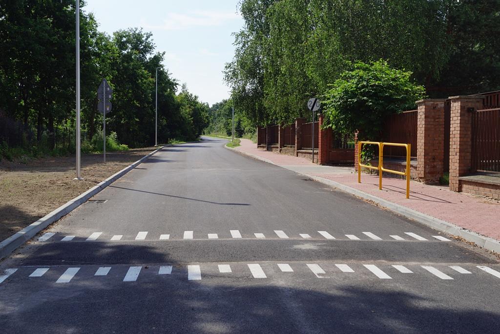 droga-szkolna-apteczna-gmina-brody-krynki-chodnik-oswietlenie-krzewy-znaki-02.JPG