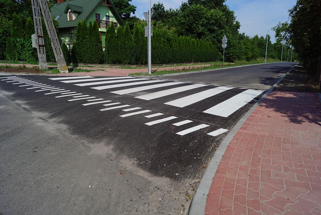 droga-szkolna-apteczna-gmina-brody-krynki-chodnik-oswietlenie-krzewy-znaki-03.JPG