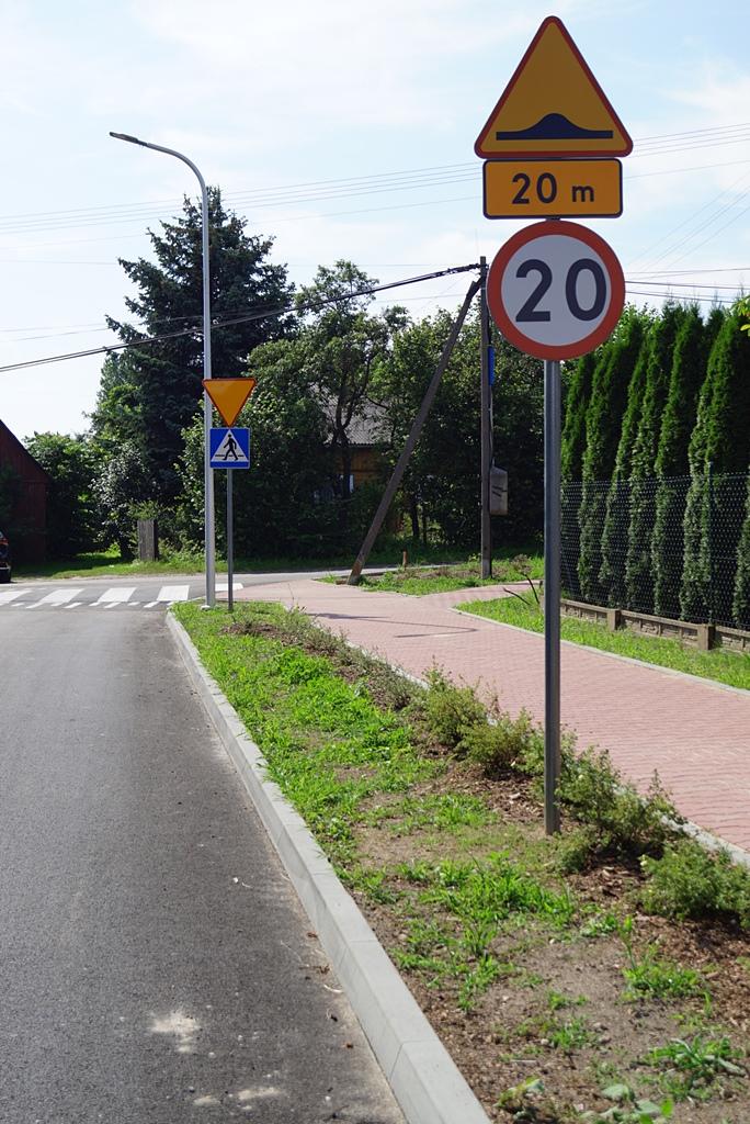 droga-szkolna-apteczna-gmina-brody-krynki-chodnik-oswietlenie-krzewy-znaki-04.JPG