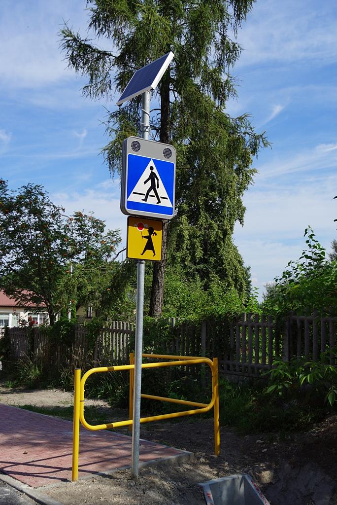 droga-szkolna-apteczna-gmina-brody-krynki-chodnik-oswietlenie-krzewy-znaki-06.JPG