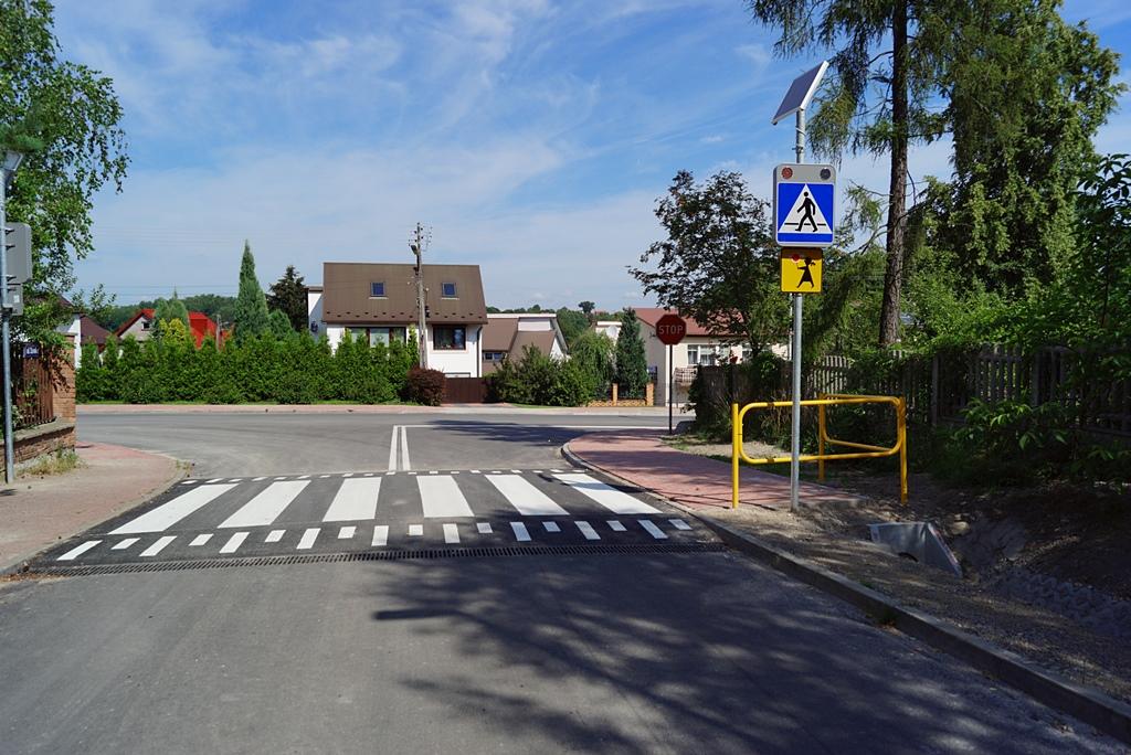 droga-szkolna-apteczna-gmina-brody-krynki-chodnik-oswietlenie-krzewy-znaki-08.JPG