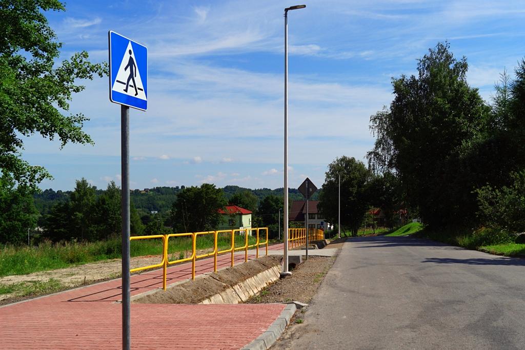 droga-szkolna-apteczna-gmina-brody-krynki-chodnik-oswietlenie-krzewy-znaki-09.JPG