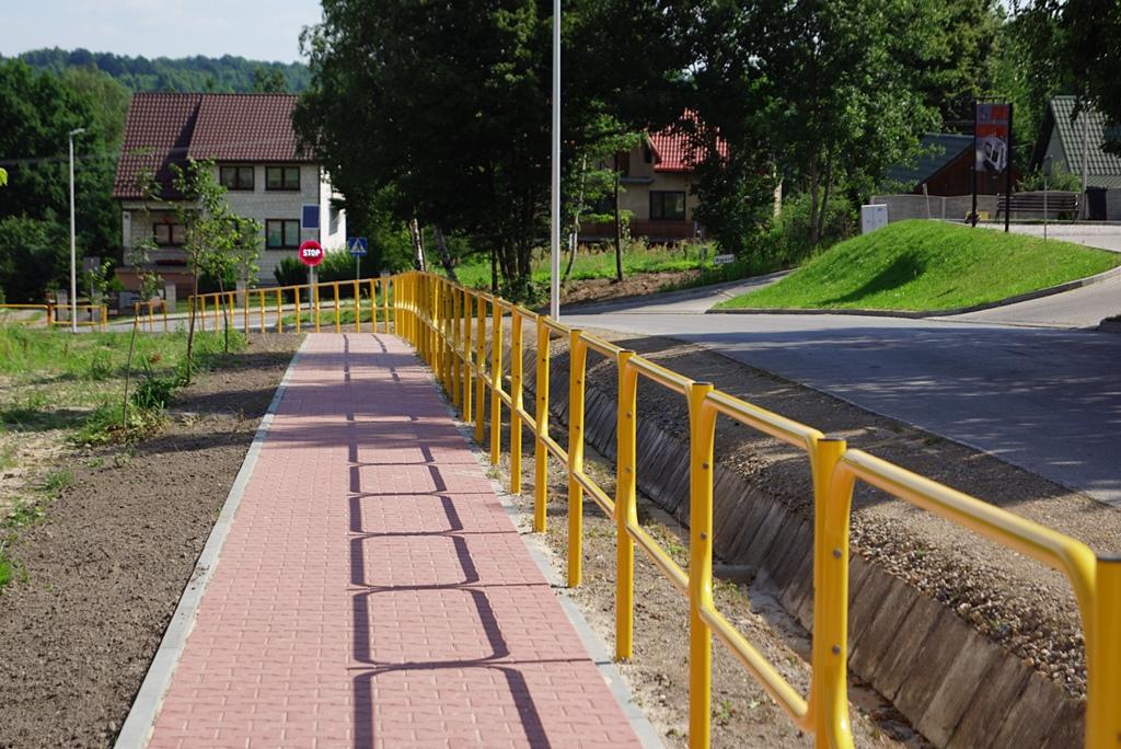 droga-szkolna-apteczna-gmina-brody-krynki-chodnik-oswietlenie-krzewy-znaki-10.JPG