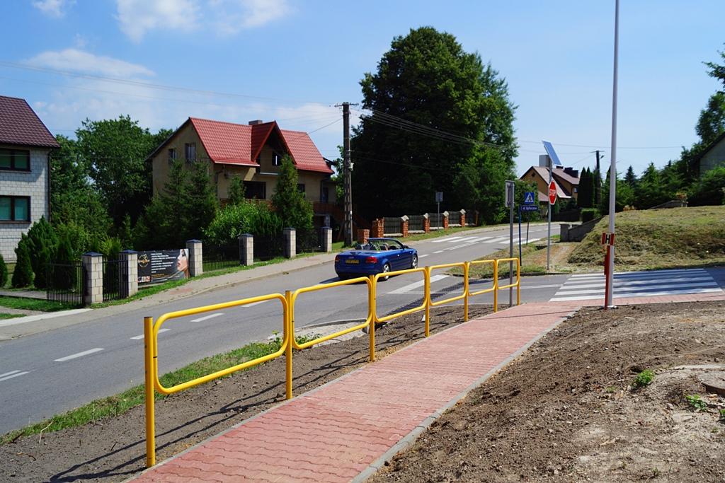droga-szkolna-apteczna-gmina-brody-krynki-chodnik-oswietlenie-krzewy-znaki-12.JPG