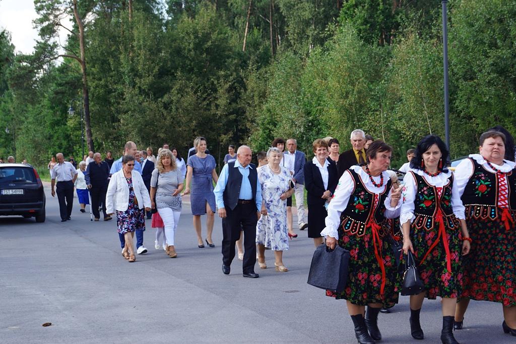 dozynki-gmina-brody-adamow-2021-taniec-spiewy-tradycje-22.JPG