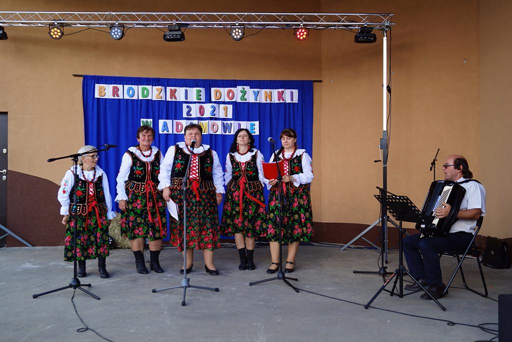 dozynki-gmina-brody-adamow-2021-taniec-spiewy-tradycje-48.JPG