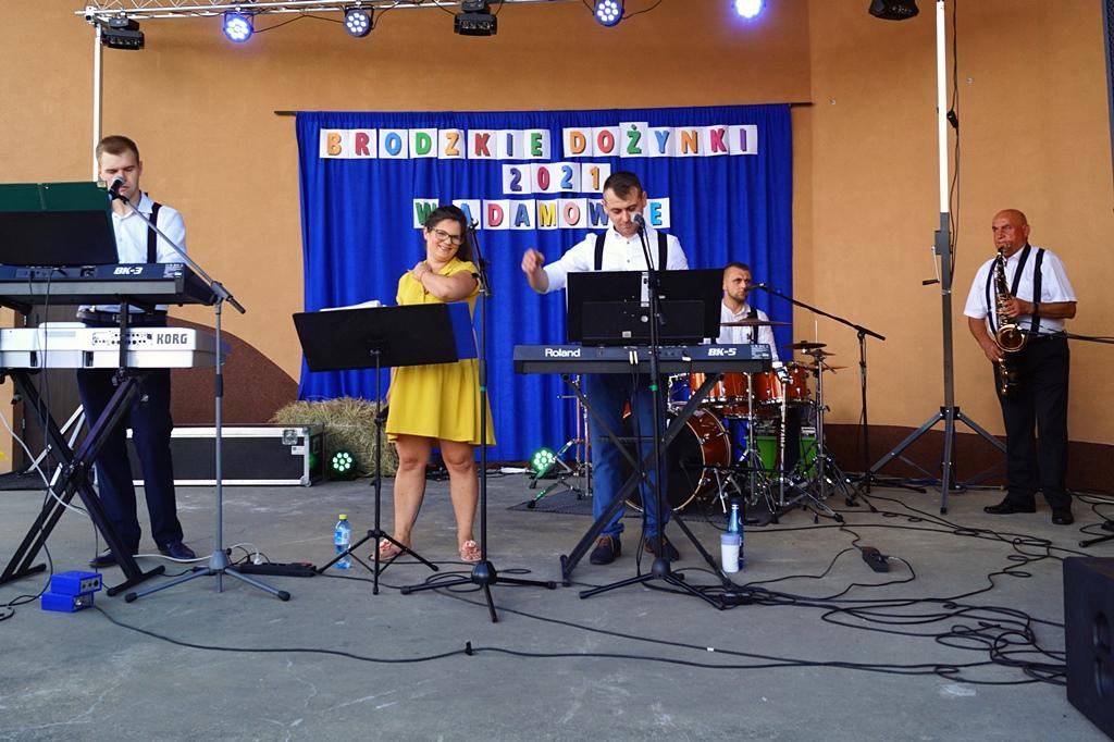 dozynki-gmina-brody-adamow-2021-taniec-spiewy-tradycje-82.JPG