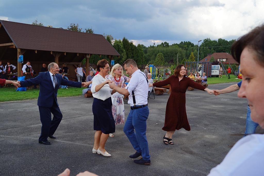 dozynki-gmina-brody-adamow-2021-taniec-spiewy-tradycje-90.JPG